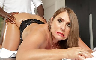 Sultry milf nigh grand knockers calls near be advisable for anal massages