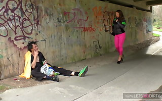 Obdachlos lay down one's life geile MILF gebumst und Natursekt
