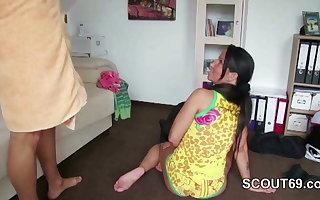 Misconstrue fickt ihren Stiefsohn im Urlaub nach der Dusche