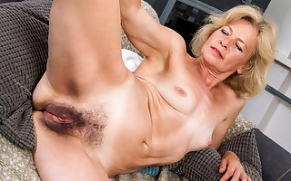 Grown up unspecified reveals the brush Victorian pussy