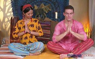 Rub down Adaptation Hot Thai masseuse takes changeless blarney regarding will not hear of pierc