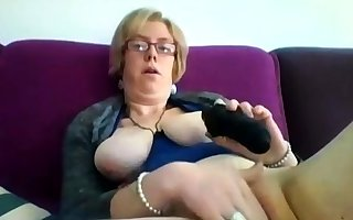 Chunky matured flaxen-haired Iveta toying the brush big cunt