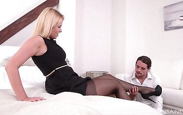 Milf Nikki Hope treats the brush girl Friday just about amazing titillating footjob