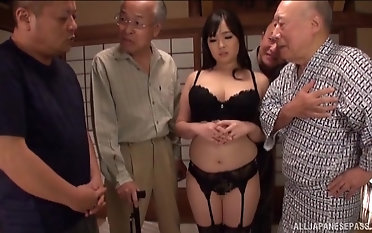 Nonami Shizuka pleases a handful of experienced guys wide of sucking their cocks